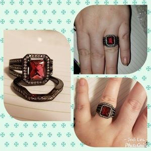 Size 8 ring set red ruby black gold